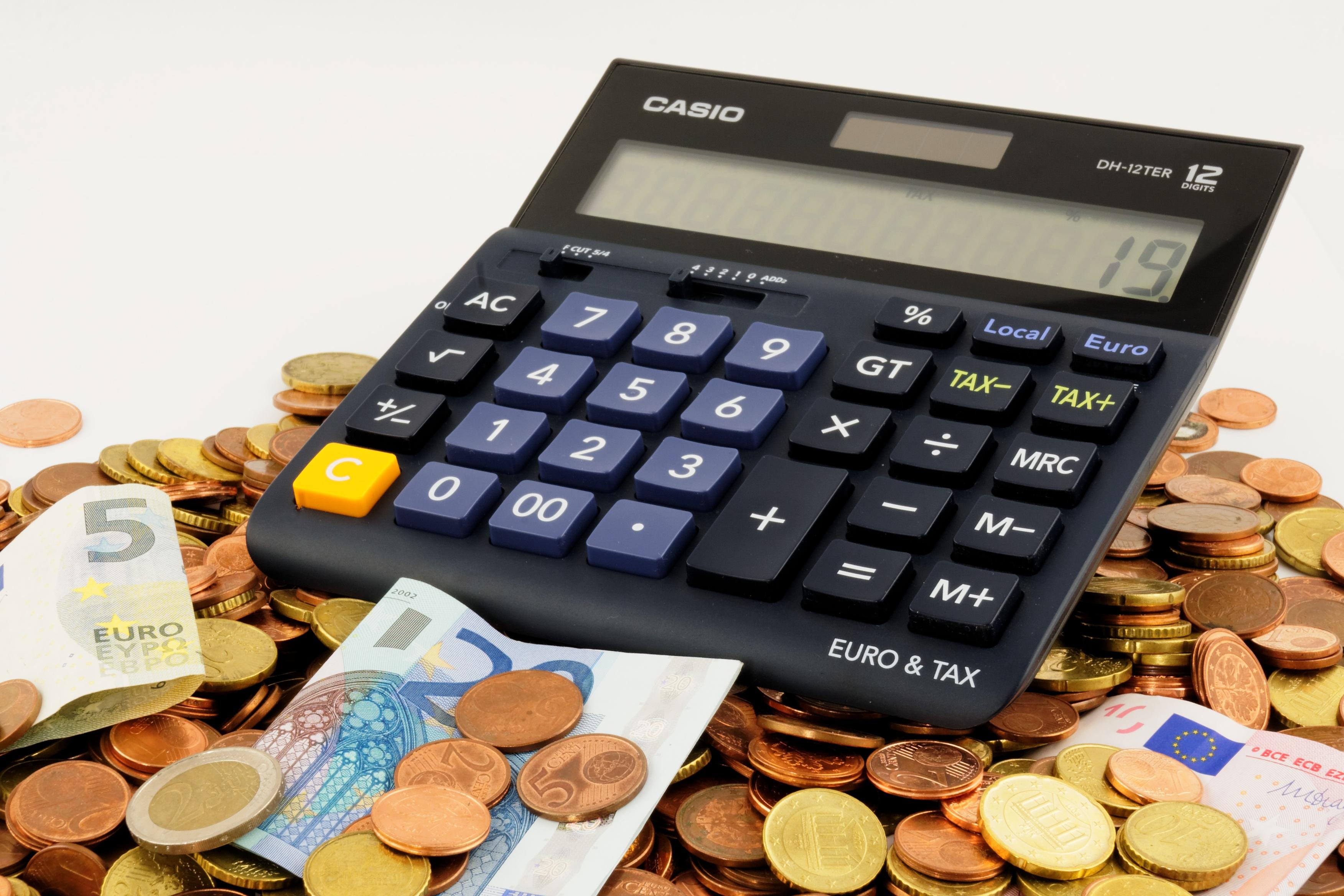 https://www.pexels.com/de/foto/geld-taschenrechner-cents-munzen-34502/